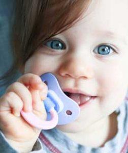 فواید و مضرات پستانک نوزاد